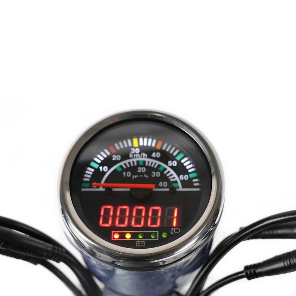 Digital-Tachometer mit Ladestandsanzeige und Fahrtlicht-Kontrollleuchte des Elektrorollers