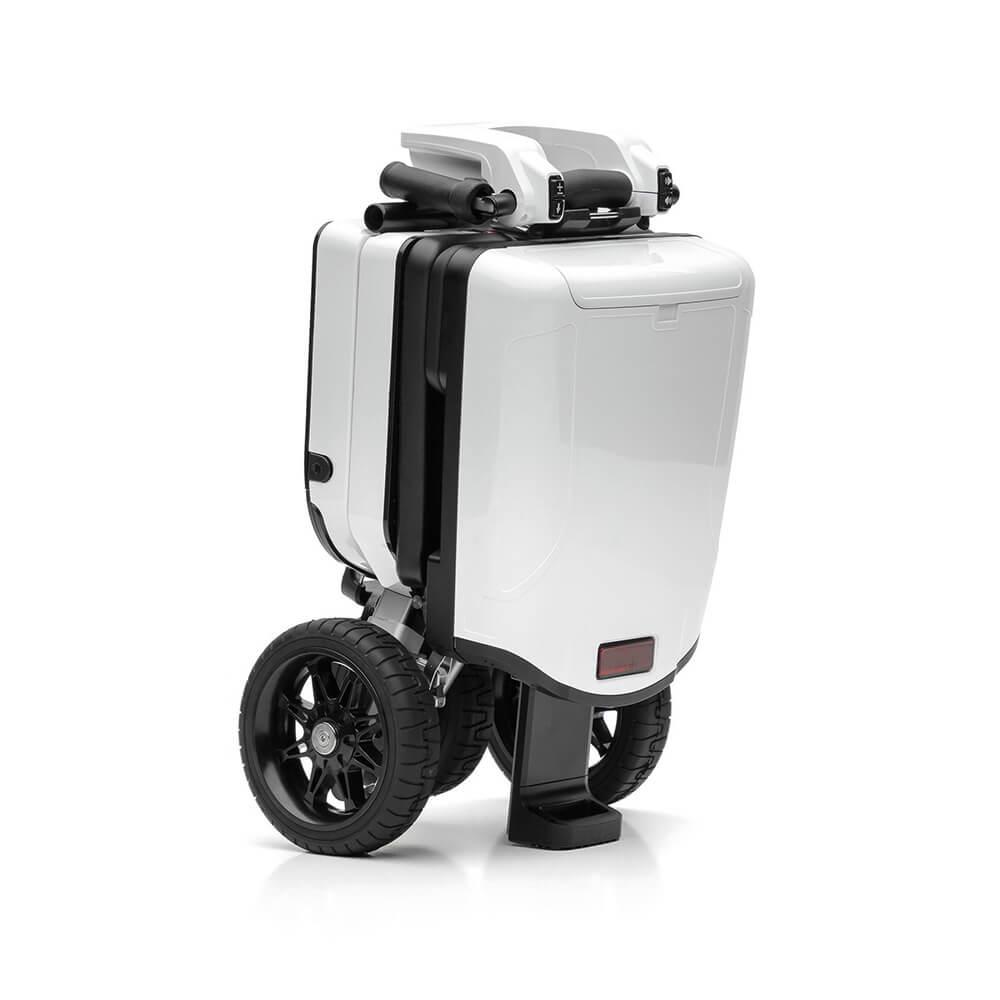 Zusammengeklappt passt dieser E-Scooter in jede Wohnung