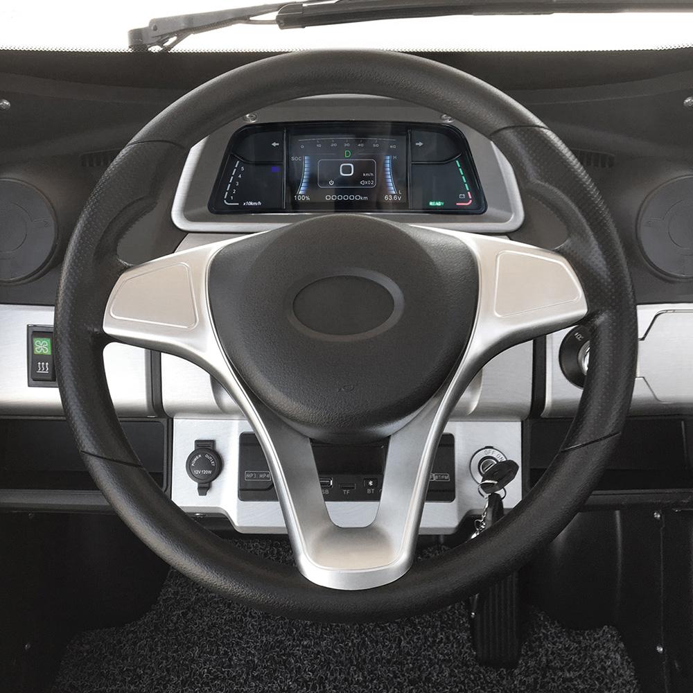 Die Lenkung erfolgt beim Premium-Modell über ein Lenkrad